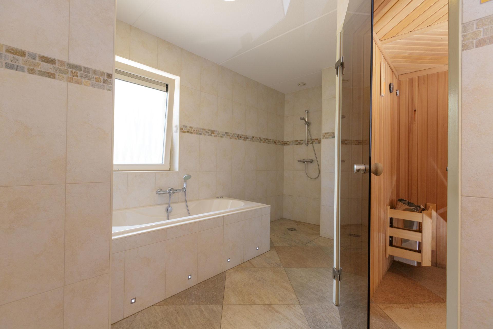 Vakantiehuis met sauna in Gelderland - jacuzzihuisjes Lavendel (10)