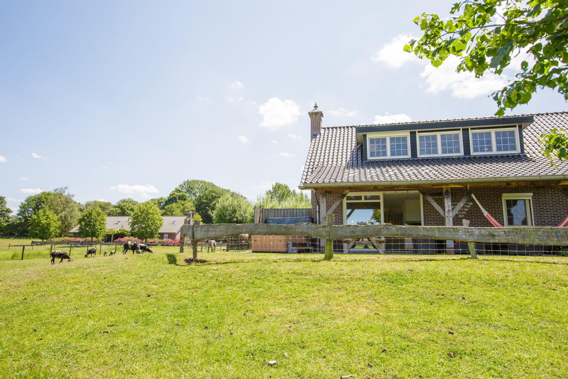 Vakantiehuis met sauna in Gelderland - jacuzzihuisjes Weidebosch